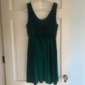 Modcloth Dresses - Modcloth Emerald Green Velvet Holiday Dress
